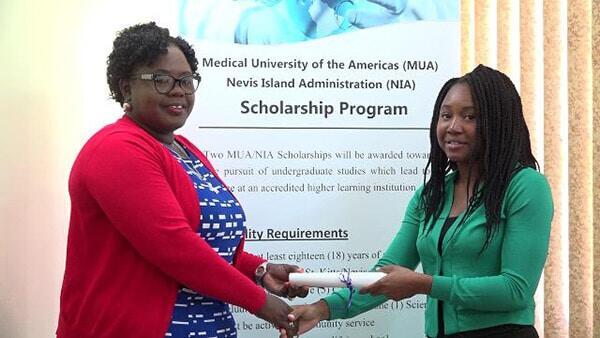 Ms. Dericia Bryant (R) Receives MUA Scholarship