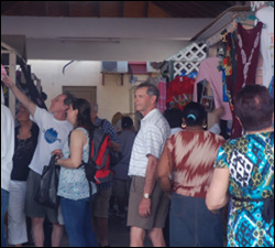 Cruise Passengers Shop In St. Kitts