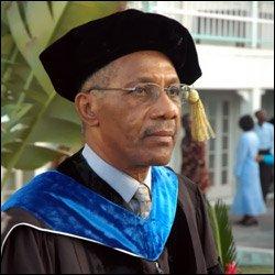 Dr. Frank Mills - Keynote Speaker At 2007 Commencement