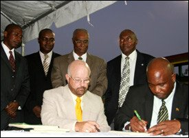 Minsiter Powell Signs Geothermal Power Agreement