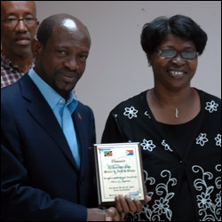 St. Kitts - Nevis PM Receives Recognition Plaque